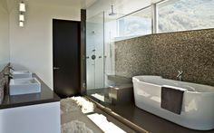 mosaico precioso en el baño moderno