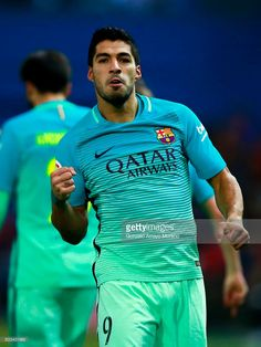 Luis Suarez of FC Barcelona celebrates scoring their opening goal during the Copa del Rey semi-final first leg match between Club Atletico de Madrid and FC Barcelona at Estadio Vicente Calderon on February 2017 in Madrid, Spain. Fc Barcelona Neymar, Barcelona Players, Barcelona Website, Best Club, Soccer World, Neymar Jr, Nfl Football, Football Players, Semi Final