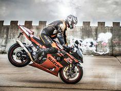 Stylové fotografování pro motocyklového jezdce od fotografa Daniela Šeinera www.danielseiner.cz. Style photography for motorcycle rider by photographer Daniel Seiner www.danielseiner.com