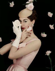Le Poudrier for Elizabeth Arden.  Photo by Erwin Blumenfeld, 1955.  Model: Nancy Berg.