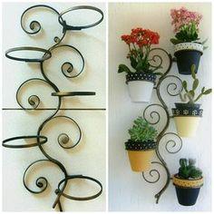 Suporte de ferro linda floreira de parede abaresco, para dar encanto e charme na sua . . Maiores informações : WhatsApp (65) 9 9258-2263 . . #arteferro, #áreaexterna, #jardim, #arabesco, #arabescos, #jardinagem, #floricultura, #paisagismo, #floreira, #suporte, #arteemferro, #suportedeparede, #suportedeplantas, #suportedevasos, #decorarcasa, #decorarlar, #lardocelar, #garden
