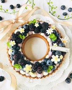 A gorgeous leestal with delicious seasonal ingredients - Dessert Recipes Bakery Recipes, Dessert Recipes, Alphabet Cake, Number Cakes, Beautiful Desserts, Dessert Decoration, Bread Cake, Cupcakes, Cupcake Cakes