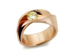 ONI3 Ring by Vincent Van Hees, in 18K gold and diamond #vincentvanhees #weddingring #engagementring #diamondring #weddingjewellery