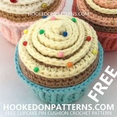 Want to crochet a cute cupcake? Click through for my FREE cupcake pin cushion crochet pattern, which could also make a sweet crochet birthday cake! Crochet Headband Pattern, Crochet Amigurumi Free Patterns, Afghan Crochet Patterns, Free Crochet, Crochet Cake, Crochet Food, Crochet Pincushion, Crochet Birds, Crochet Bear