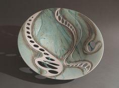 Grande Percée Bol en porcelaine émaillée dans les blancs verts et bleu