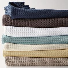 A natural for layering, our Organic Cotton Blanket infuses a room with sumptuous texture and warmth.