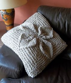 Knit flower cushion