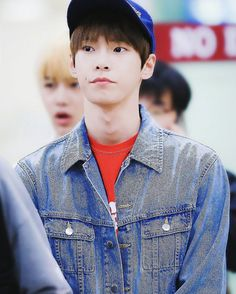 How are you guys today?? I just got back from class and I need to go to my part time job in an hour - - [HQ: Cream Cheese] HND ✈ GMP - - [ #doyoung #doyoungie #kimdongyoung #nct #nctu]