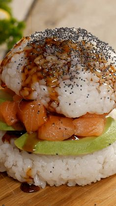 Want a burger and sushi? Try this sushi burger recipe. Sushi Recipes, Dog Recipes, Burger Recipes, Asian Recipes, Cooking Recipes, Healthy Recipes, Ramen Recipes, Noodle Recipes, Homemade Pasta Sauce Easy