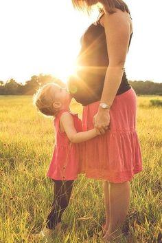Um dos maiores desafios quando se vive uma segunda gravidez é justamente incluir o primogênito nos momentos especiais, escolhas e decisões. Nós, os adultos, temos essa mania de chegar com o ...