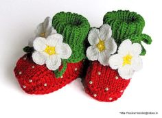 Baby booties Red Strawberry baby girls shoes knitted baby shoes handmade  / size 4-6 M