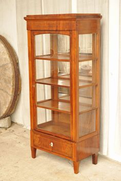 1a biedermeier vitrine mahagoni mit fadeneinlagen antik im hof