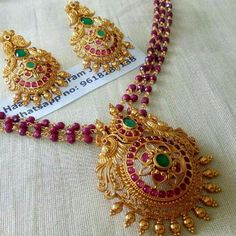 #bridaljewelrywearmorethanonce Jewelry Design Earrings, Garnet Jewelry, Coral Jewelry, Gold Jewellery Design, Bead Jewellery, Beaded Jewelry, Emerald Necklace, India Jewelry, Gold Earrings