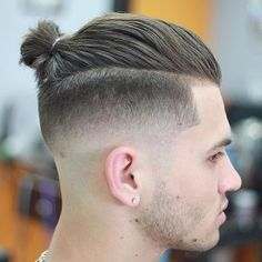 Man bun undercut has become a trendy hairstyle for so many young guys. This hybrid hairstyle is a blend of the slicked back undercut and regular man bun. Man Bun Undercut, Man Bun Haircut, Man Bun Hairstyles, Man Hair Bun, Hairstyles 2018, Mens Undercut Hairstyle, Undercut Fade, Short Undercut, Kids Hairstyle