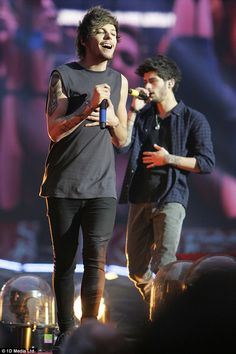 Louis and Zayn at Wembley Stadium One Direction Pictures, I Love One Direction, 1d Preferences, Where We Are Tour, Best Mate, Wembley Stadium, Best Friendship, Louis And Harry, Louis Williams