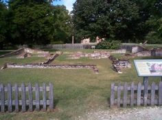 Foundations of row houses have been excavated in New Towne, where Jamestown settlers expanded to live in the Jamestown History, Jamestown Colony, Jamestown Facts, Jamestown 1607, Historic Jamestowne, Roanoke Island, Virginia Is For Lovers, Dc Travel, Colonial Williamsburg