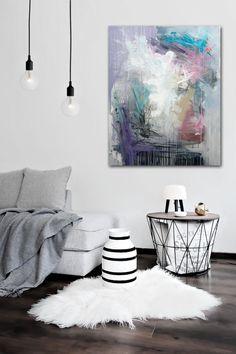Rikke Laursen laver moderne abstrakte malerier i flotte farver
