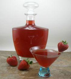 Licor de fresa casero, mil usos le podrás dar a este licor: aromatizar bebidas, para bizcochos, galletas y todo tipo de postres.
