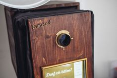 Camerad Photobooth BEST DRESSED PHOTOBOOTH IN VIENNA! Der Camerad ist die eleganteste Fotobox im Vintage-Stil für deine Veranstaltung, Hochzeit, Ball oder Feier!