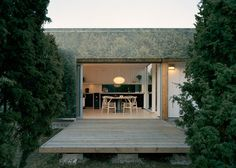 Swedish holiday home by Murman Arkitekter pretends to mirror a juniper grove.