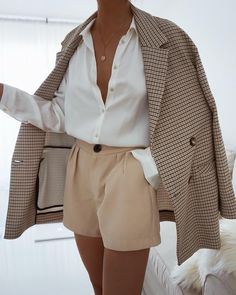 White fashion style with checkered coat - ZKKOO Discover Outfit Ideas and Shop the Latest Outfits - ZKKOO Mode Outfits, Fall Outfits, Summer Outfits, Fashion Outfits, Womens Fashion, Fashion Ideas, Summer Shorts, Dress Outfits, Latest Outfits