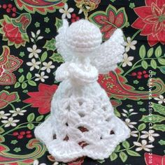 A Crochet Angel Pattern by Oombawka Design 3 - Get this free pattern and watch the step-by-step video tutorial to make your own crocheted Christmas Angel. Crochet Christmas Decorations, Christmas Crochet Patterns, Crochet Snowflakes, Christmas Crafts, Crochet Ornaments, Angel Ornaments, Crochet Angel Pattern, Crochet Angels, Crochet Gifts