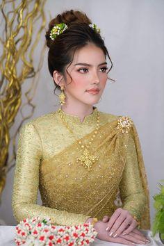 Khmer Wedding, Wedding Day, Thai Dress, Royal Dresses, Wedding Costumes, Asian Fashion, Women's Fashion, Stunningly Beautiful, Traditional Dresses