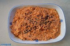 Kahvaltılık lor tarifi içerisindeki baharatlar ve sarımsak sebebi ile çok lezzetli ve iştah açan bir tarif..:) Aynı şekilde ekşimek veya evde yenmeyen peynirlerle yapılabilir. Çeşnili lor tarifi içinburaya,kahvaltılık muhammara tarifi içinburayabakabilirsiniz.. Kahvaltılık lor için gereken malzemeler 250 gr lor (tulum loru kullandım) 1 dolu yemek kaşığı biber salçası 2 diş sarımsak 1 silme tatlı kaşığı … Tapas, Banana Bread, Macaroni And Cheese, Breakfast Recipes, Healthy Eating, Favorite Recipes, Pasta, Snacks, Meals