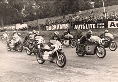 Two-wheel-legends-Phil-Read-74-Giacomo-Agostini-2-Dave-Croxford-25-and-Ken-Redfern-75-line-up-to-race-at-Cadwell-Park-in-1969.-The-circuit's-80-year-history-will-be-celebrated-this-August.jpg 1 500×1 047 pixels