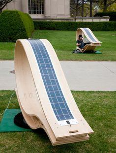 Кресло качалка со встроенной солнечной батареей. Хочу!)