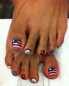 Super cute 4th of July pedicure ♡