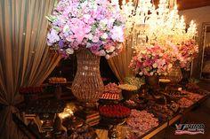 Decoração Walmir Rossari Design Floral Foto Vimo Foto e Vídeo  http://www.sitedanoiva.com.br/casamentos-reais-erica-e-thomas-fotografia-de-vimo-video-e-foto.html