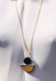 GEO SHAPE NECKLACE WITH WOOD PENDANT