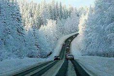 On the way to Villa La Angostura in winter - Bariloche, Patagonia, Argentina. Winter Szenen, Winter Road, Winter Time, Province Du Canada, Beautiful World, Beautiful Places, Grands Lacs, Belle Villa, Snow Scenes
