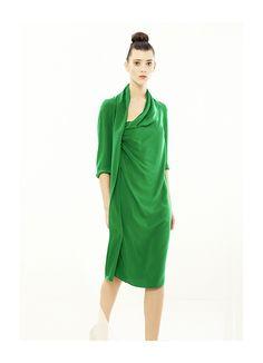 Envuélvete en el espíritu libre de un verano mediterráneo con el vestido Lio Silk en crespón de seda verde de la colección PV2013 de Cortana