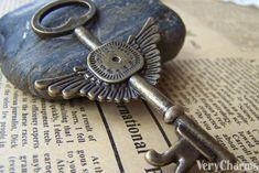 Accessories - 10 Pcs Of Antique Bronze Time Machine Clock Key Pendants Under Lock And Key, Key Lock, Cles Antiques, Unique Key, Old Keys, Key Pendant, Bronze Pendant, Brass, Knobs And Knockers
