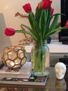 My coffee table. #tulips #coffeetable #skull