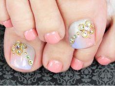 toe nails....wow...fancy,dancy! via Rabbit