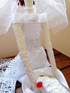 Boneca Noivinha Tilda com a criatividade original do Casulo dos Fios.  Vem casar !
