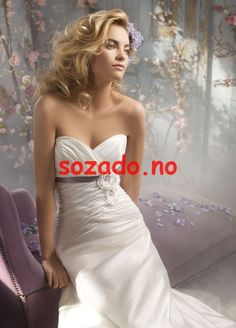 Buy & sell new, sample and used wedding dresses + bridal party gowns. Your dream wedding dress is here - at a truly amazing price! Bridal Gown Styles, A Line Bridal Gowns, Bridal Dresses, Bridesmaid Dresses, Pretty Wedding Dresses, Wedding Dress Sizes, Dress Wedding, Wedding Girl, Wedding Bells