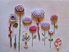 Flores de piedras y ganchillo