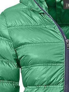 #Heine #Damen #Daunenjacke #grün Super leicht, mit modischen Steppungen. Besonderes Highlight sind die kontrastfarbenen Paspeln. Mit Kapuze, 2 Eingrifftaschen mit Reißverschluss und 2 Innentaschen. Zusätzlich bekommen Sie einen kleinen Beutel zum Verstaün der Jacke mitgeliefert. Länge ca. 58 cm. Figurbetonte Form. Obermaterial und Futter aus 100% Polyamid. Füllung: 90% Daunen, 10% Federn. Waschbar. Enthält nichttextile Teile tierischen Ursprungs. <br /> Super leicht, mit modischen…