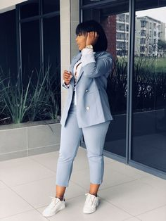 Women Suits and Sneaker Trend - Work outfits women - Classy Work Outfits, Business Casual Outfits, Work Casual, Stylish Outfits, Smart Casual, Casual Wear, Suit Fashion, Work Fashion, Fashion Outfits
