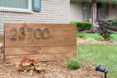 How to make a DIY address sign for your yard - front yard landscaping ideas entryway Driveway Sign, Diy Driveway, Driveway Entrance, Address Signs For Yard, House Address Sign, Modern Landscaping, Front Yard Landscaping, Patio, Backyard