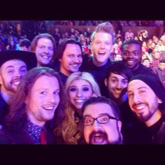 Recreation of Oscar selfie. Home free and Pentatonix. Well that's just amazing Home Free Music, Home Free Vocal Band, Country Bands, Scott Hoying, Mitch Grassi, You Have Been Warned, Beautiful Voice, My Favorite Music, Music Bands