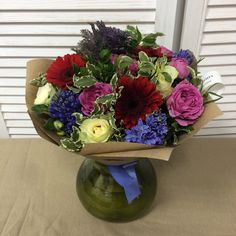 З - забота. З - заказать букет вместе с вазой. Избавляет адресата от хлопот с поиском нужной емкости. И как бонус - долгая память, даже после того, как букет завянет. Стоимость вазы 300-700р. На фотографии ваза из цветного стекла, наш хит и любимица - цвет, форма, все, как надо.#букет #букетспб #букетвподарок #цветы #цветыспб #заказцветов #заказцветовспб #цветыпитер #доставкацветов #доставкацветовспб #петроградскийрайон #подарокспб #флористика #простотак #акция #flowers #flowersspb #bouquet…