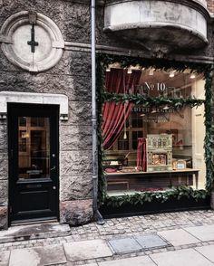 🎶Fade Into You - Korey Dane🎶 ~ .more Copenhagen festive vibes. Martin Henderson, Shop Fronts, Shop Interiors, Boutique Shop, Main Street, Restaurant Bar, Coffee Shop, Facade, Minimalism