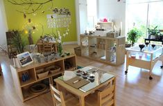 Comparison of Reggio Emilia, Waldorf (Steiner) and Montessori Preschool Classrooms Reggio Emilia Preschool, Reggio Emilia Classroom, Reggio Inspired Classrooms, Reggio Classroom, Toddler Classroom, Classroom Organisation, Classroom Design, Kindergarten Classroom, Montessori Classroom Layout