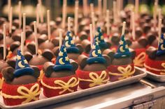New caramel apples for the opening of Mickey and the Magical Map :) Disney Snacks, Disney Food, Mickey Mago, All You Need Is, Mickey First Birthday, 2nd Birthday, Chocolate Wrapping, Mickey Cakes, Disneyland Food