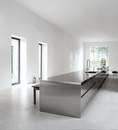 I love this kitchen via Minimalism works so well in this setting. It allows the stainless steel to speak for itself; and whoever thought S. Home Decor Kitchen, Kitchen Furniture, Kitchen Dining, Metal Kitchen Cabinets, Modern Kitchen Design, Interior Design Kitchen, Luxury Kitchens, Home Kitchens, Stainless Steel Kitchen